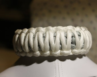 White and gray para-cord bracelet