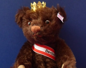 Cute Miniature Vintage STEIFF BERLIN BEAR. From limited edition of only 1,500 bears. Height: 6 1/4 inches