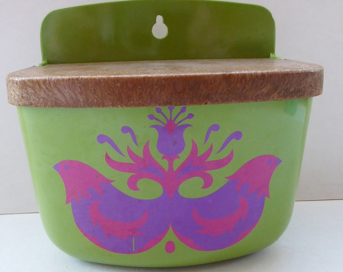 MELAMINE ROSTI MEPAL Wall Mounting Salt Pot. Funky Vintage Green Plastic with Psychedelic Chickens 1960s