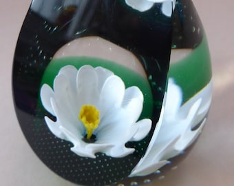 CAITHNESS GLASS. Limited Edition Vintage Paperweight. Daisy Daisy by Helen MacDonald