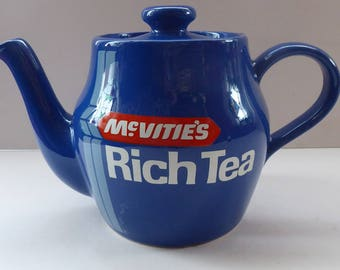 TG GREEN (Cornishware) Vintage Adverting Teapot for McVitie's Rich Tea Biscuits; 1960s. Pristine Condition