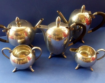 1930s TRAVIS WILSON for Manor Period Pewter, Sheffield. Five Piece Tea and Coffee Set