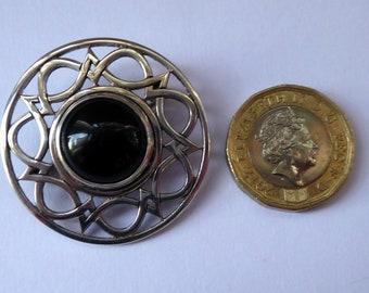 SCOTTISH SILVER Brooch. Stylish Geometric Design with Central Onyx or Dark Agate Stone. EDINBURGH Hallmark