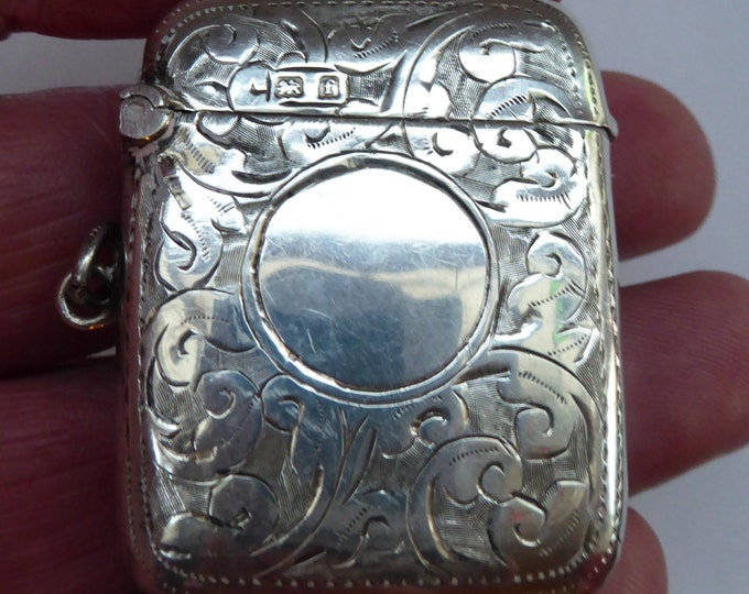 Sweet BIRMINGHAM 1905 Solid Silver Vesta with Profuse Scrolling Decoration. Good Antique Condition