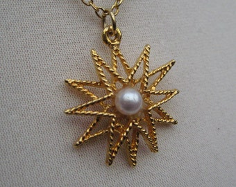 Vintage 60's 70's Goldtone Star Pendant Necklace with Pearl