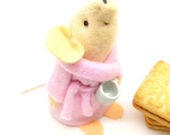 Felt Mouse - gift for mum-  dressing gown & mug. Mother's day - A Little keepsake - mouse ornament