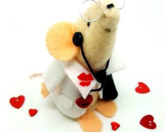 Dr Love -Felt mouse, keepsake, heart and kisses, Gift idea. Fun present, Home decor,  Minature ornamnet