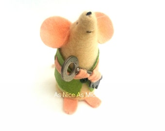 New Home Mouse - moving home handmade felt mouse, ideal as a little gift to welcome someone into there newplace.