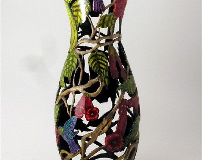 Art vase/Trumpet Vine with Hummingbirds