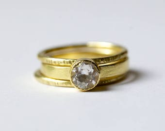 Brush Strokes | 18k Brushed Gold Solitare Engagement Ring Set