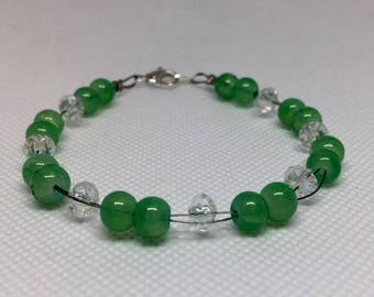 Double wire bracelet with green glass beads