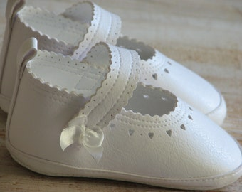 Ivory baby girl shoes White girl shoes Baby gril shoes Handmade baby shoes Leather baby booties Newborn baby shoes Christening shoes