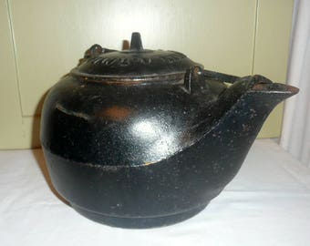 RARE AT Nye and Sons Cast Iron Kettle, cast iron kitchenware, cast iron kettle, AT Nye & Sons, antique kettle, vintage cast iron