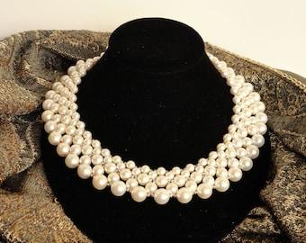 Classic Pearl Collar