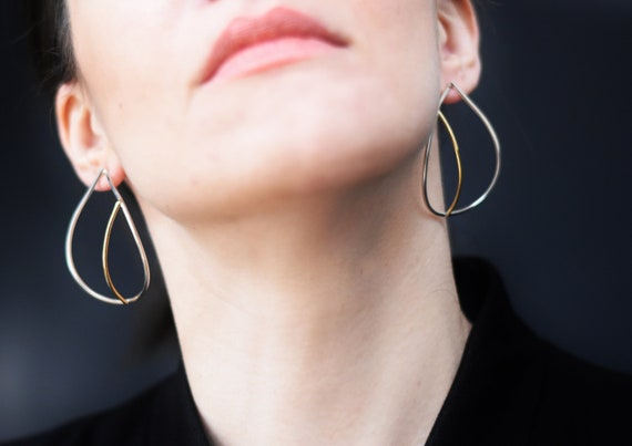 Teardrop earrings in sterling silver and brass