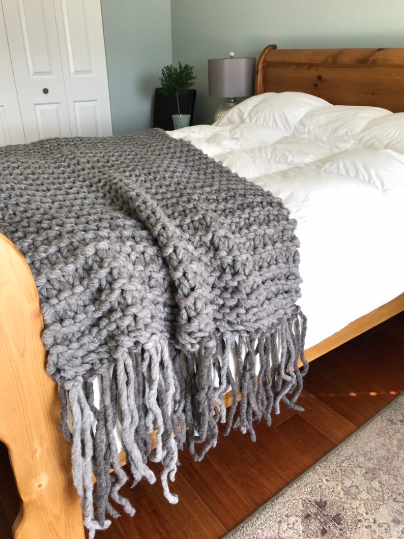 Chunky knit blanket throw made with natural hand spun wool image 0