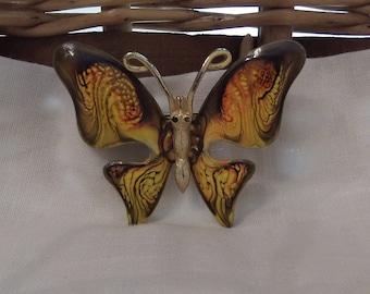 Summer flutter pinpendant