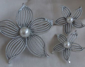 Sarah Coventry Moonflower Pin 6584 and Clip Earrings 7584 Set   Vintage, Silvery