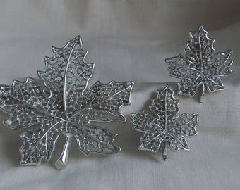 Sarah Coventry Summer Frost Pin 6616 and Clip Earrings 7616 Set    Vintage, Silvery