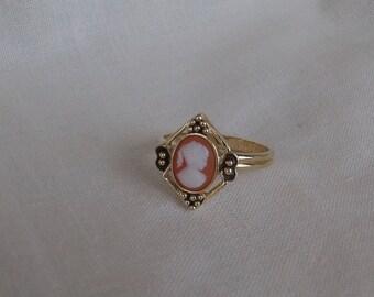 Sarah Coventry Kari Adjustable Ring 5776    Vintage, Golden, Portrait