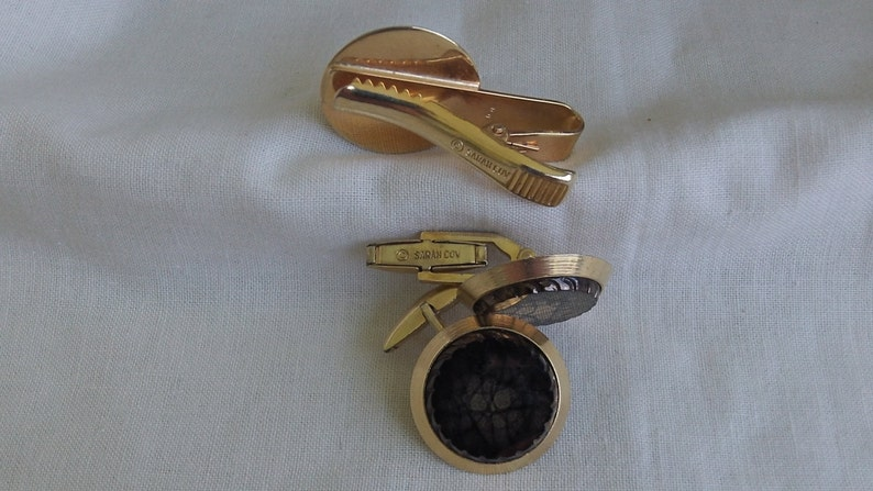 Brown Sarah Coventry Ambassador Tie Bar 5951 and Cuff Links 5952 Set    Vintage Golden