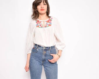 Vintage 70's Embroidred White Blouse / Long Sleeve White Folk Top / Floral Embroidery White Shirt - Size Medium