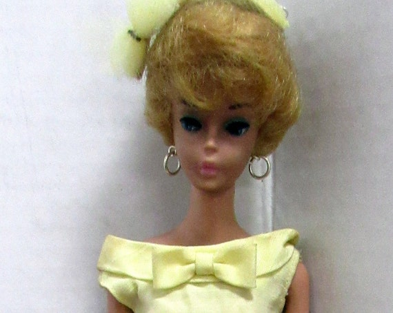 Blond bubble cut Barbie with bridesmaid outfit