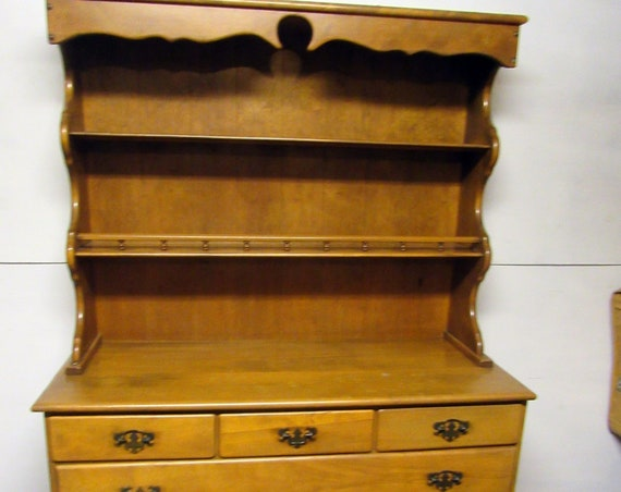 Maple hutch Country Early American style