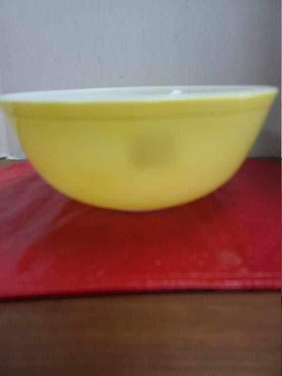 Pyrex Yellow Bowl #404 mixing bowl