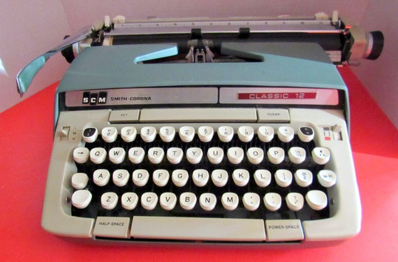 Smith Corona portable typewriter Classic 12
