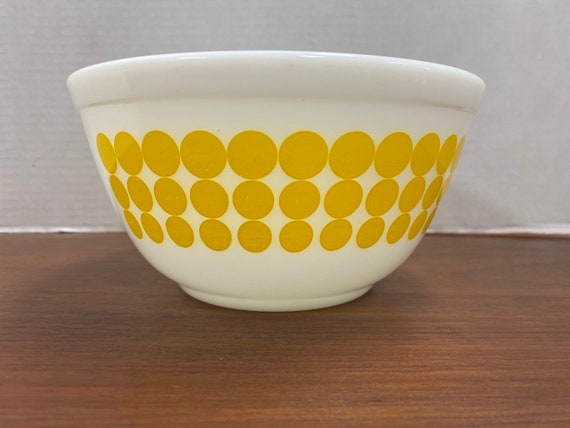 Pyrex yellow  Dot mixing bowl