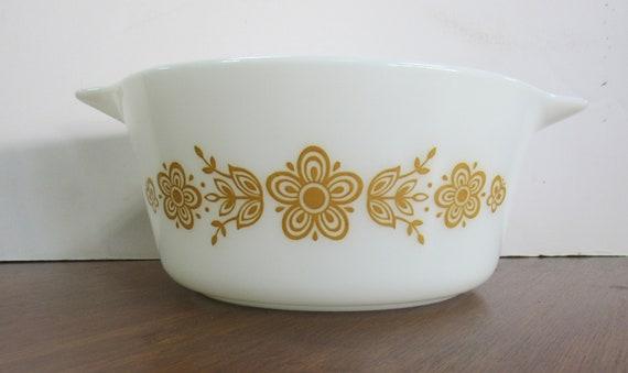 Pyrex Golden Butterfly Cinderella casserole 1 & 1/2 qt.