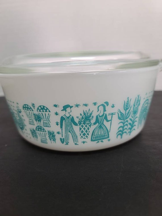Pyrex Amish butter print #472 casserole and lid