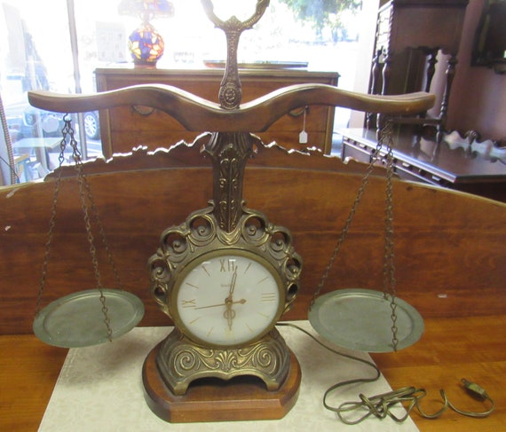 United scales of Justice electric clock