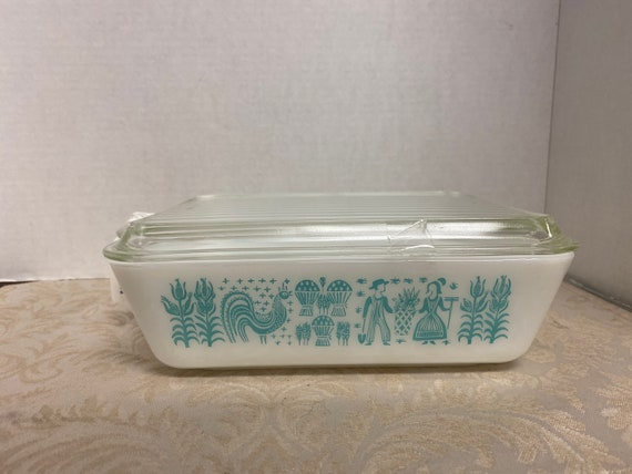 Pyrex Amish Butter print refrigerator dish with Lid
