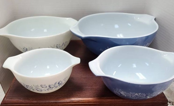 Pyrex Colonial Mist Cinderella mixing bowls