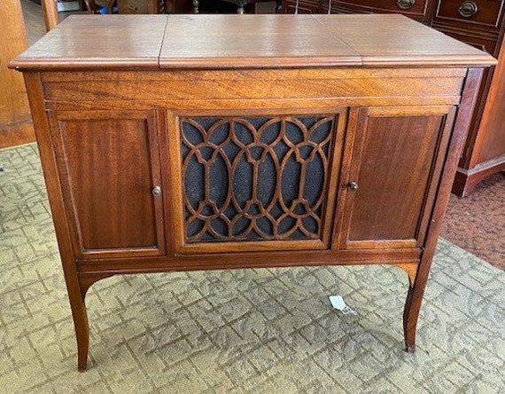 Edison Phonograph Console that works