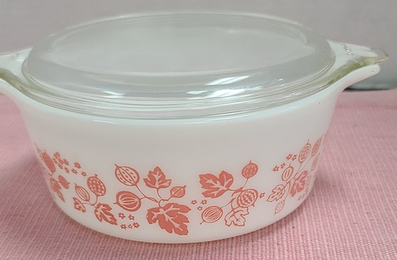 Pyrex pink Gooseberry casserole #472 with lid