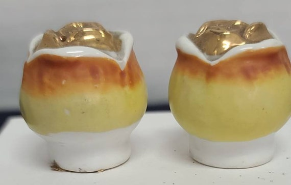 Yellow rose buds salt and pepper shakers