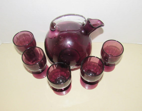 Cambridge purple decanter with five glasses