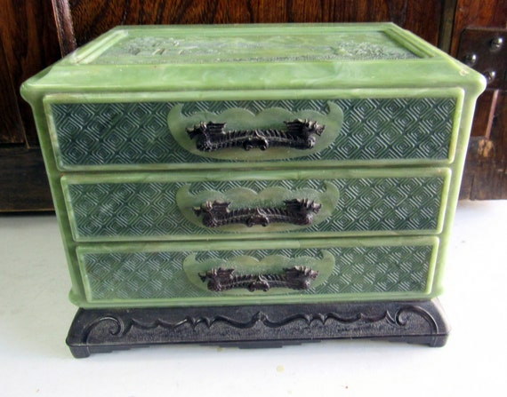 Asian green plastic jewelry box