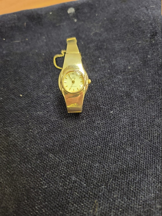 Q&Q superior ladies wristwatch