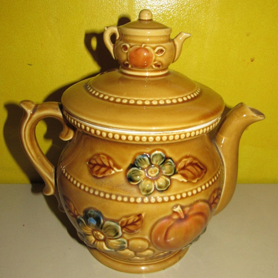 1970's teapot with teapot on lid