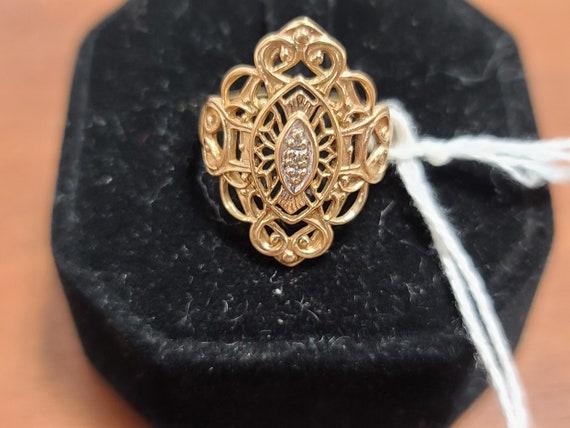 Size 8 10 k gold ring