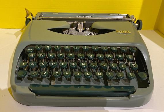 Royal Royalite Green Portable typewriter with case