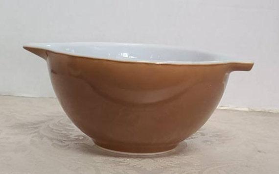 Pyrex chocolate brown cinderella #441 mixing bowl