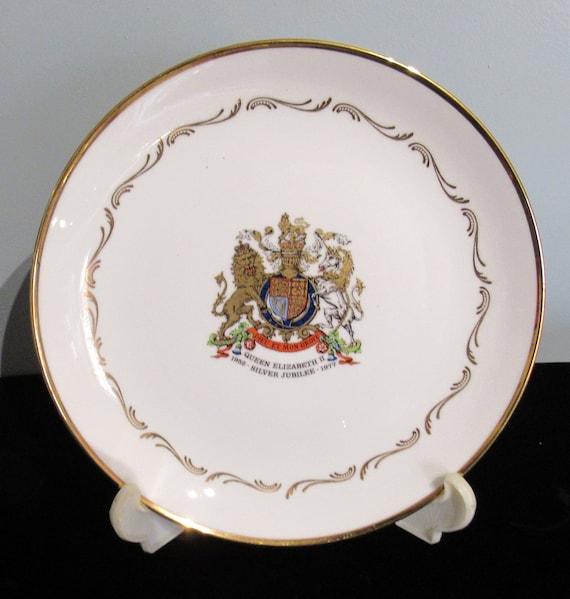 Queen Elizabeth Silver Jubilee plate