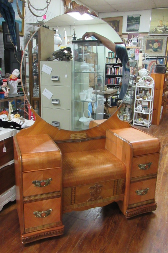 Art Deco Vanity Waterfall style with mirror