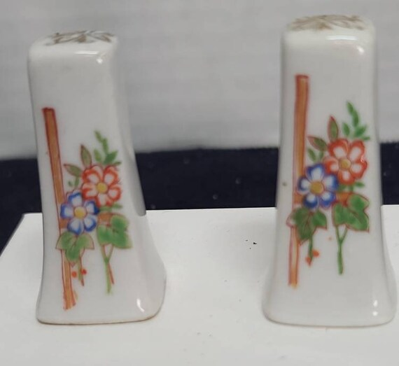 Floral salt and pepper shakers made in Japan