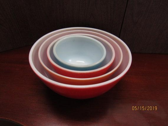 Pyrex mixing bowls set of four